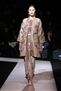 MONCOM演绎蒙古传统印花与现代时尚完美结合