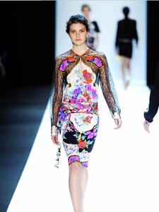 Leonard Silk Jersey印花裙 150克的幸福感受